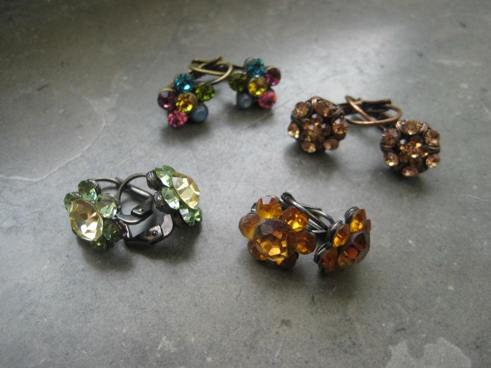 4 pares brincos antialérgicos Pedra Dura, flores(nunca usados) 5