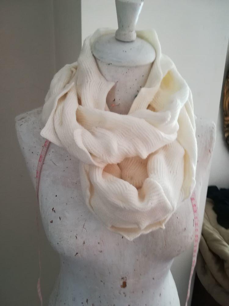 Gola/ Infinity scarf Branca 1