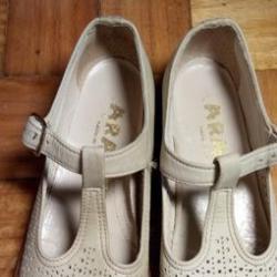 Sandálias inglesas brancas criança - 5 euros 3