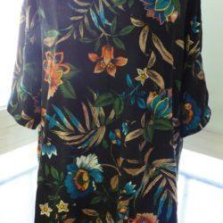 T-shirt com padrão floral da marca Zara 4