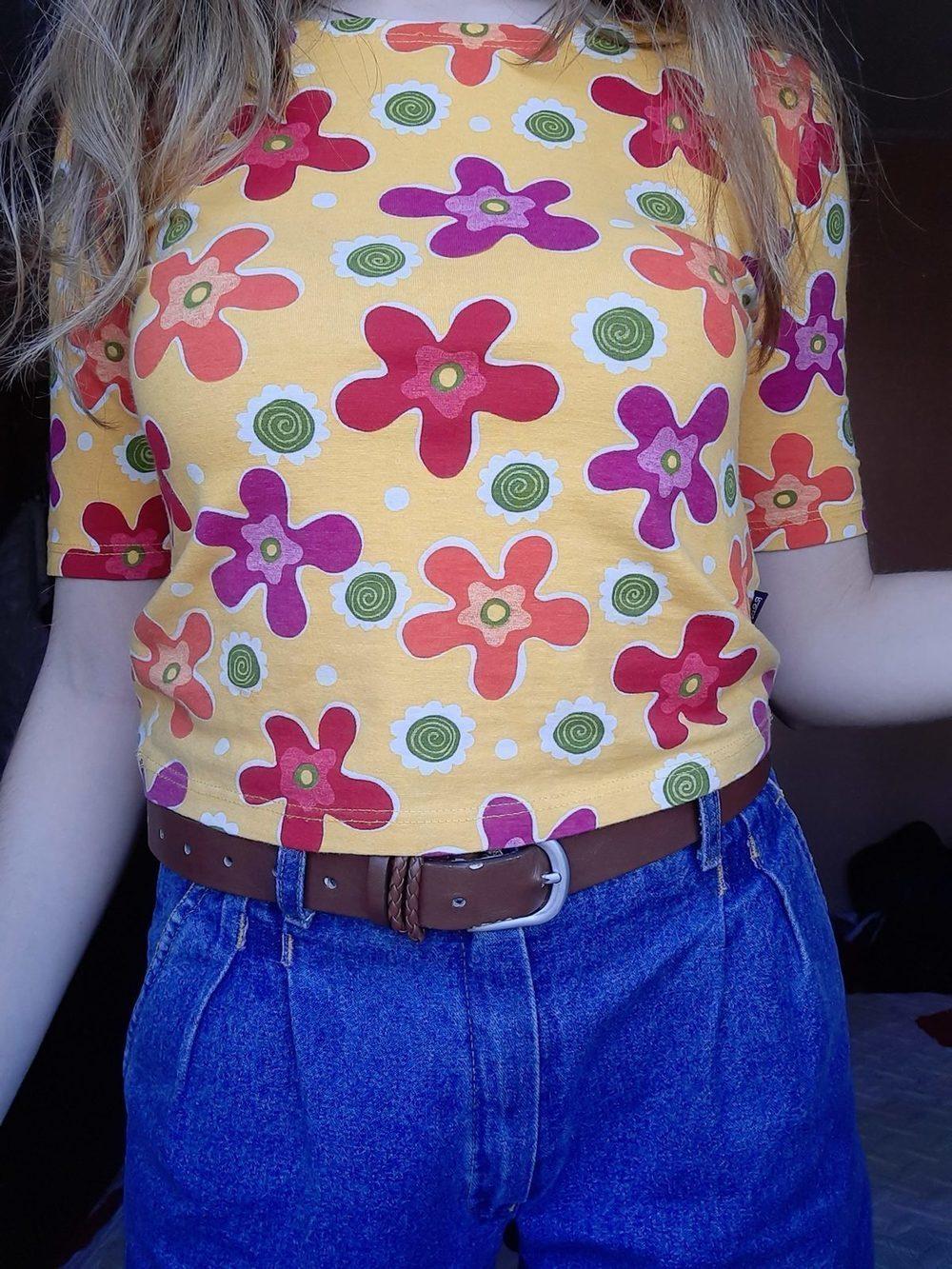 Camisola vintage, amarela às flores. 2