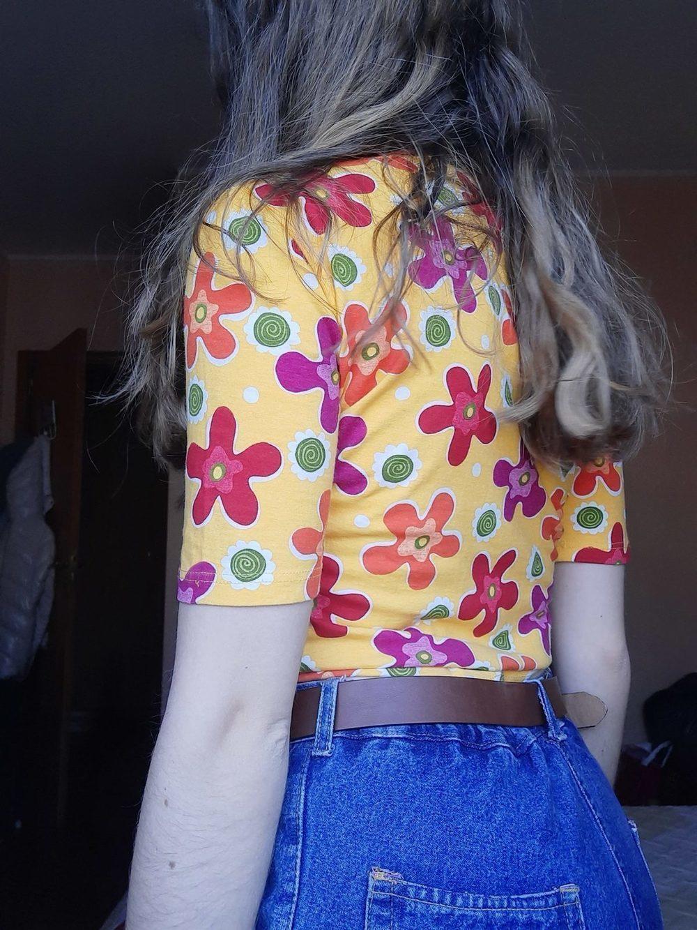 Camisola vintage, amarela às flores. 1