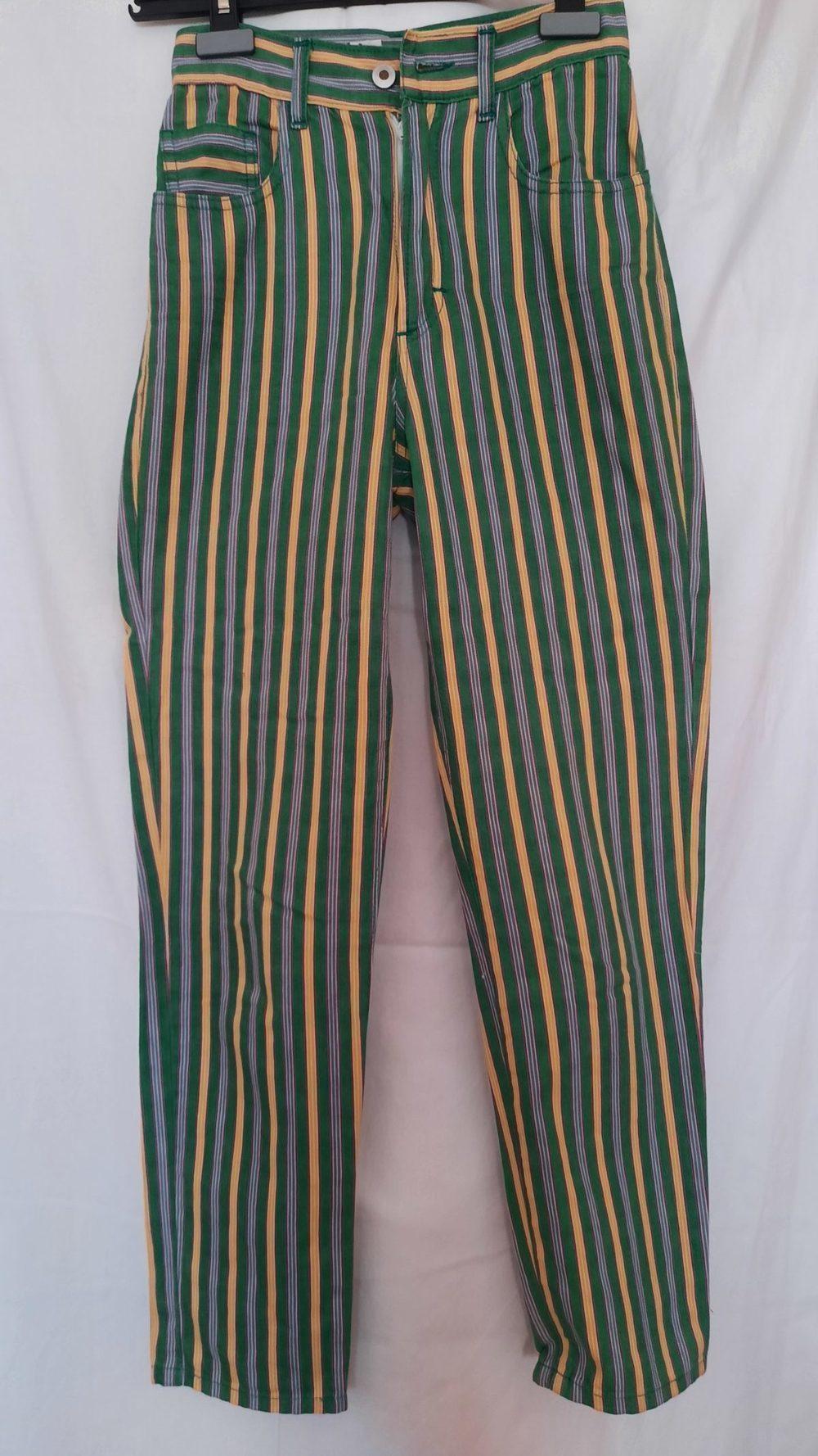 Calças vintage às riscas verdes, amarelas, roxo e cinzentas. 3