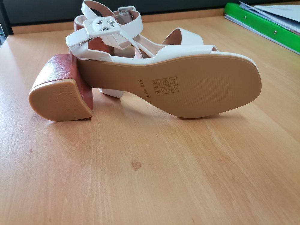 Sandálias brancas nunca usadas 2