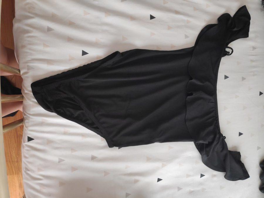 Body preto com folhos Stradivarious 3